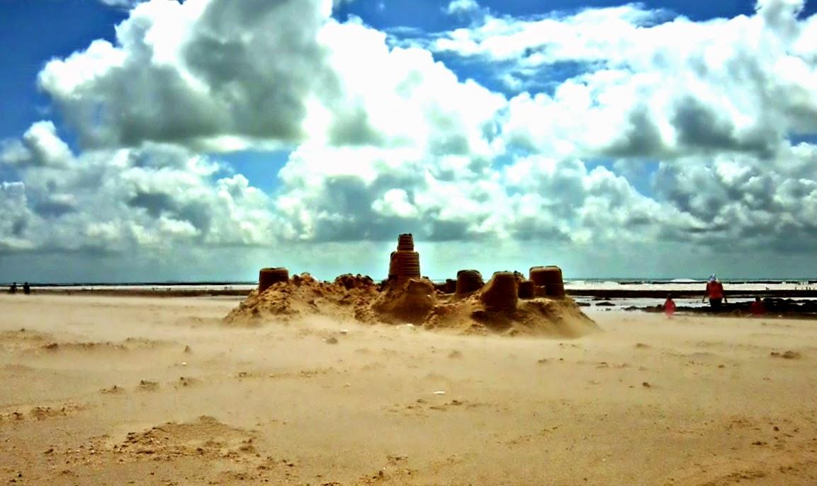 beach-la faute sur mer-sand castle