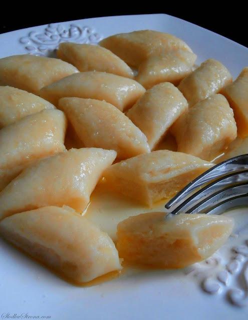 Najlepsze Klasyczne Domowe Kopytka z Masłem i Cukrem - Przepis - Słodka Strona