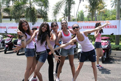 Miss-India-Contestant-Archita-Sahu-showing Victory Sign at Yamaha Campaign