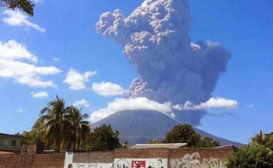 Panache de cendres du volcan San Miguel (Chaparrastique), 29 décembre 2013