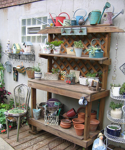 My mother 39 s garden a potting bench my new obsession for Garden potting bench designs