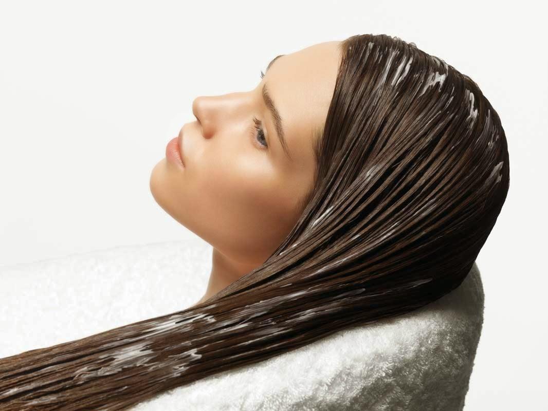 Wie man Haar-Conditioner verwenden