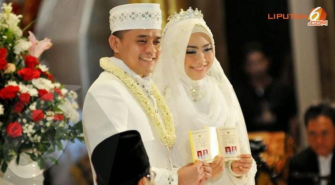 FOTO OKI SETIANA DEWI VS ORY VITRIO MENIKAH TAHUN 2014 Busana Muslim untuk Penganten