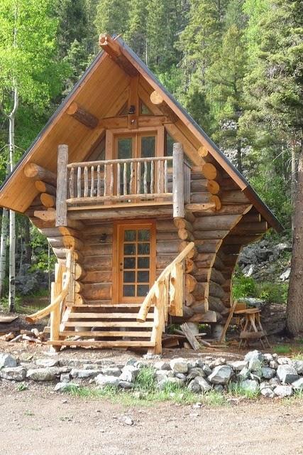 Les fustes des maisons en rondins de bois my gardening for Small two story cabin