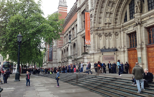 Queue for the V&A on 30 May 2013