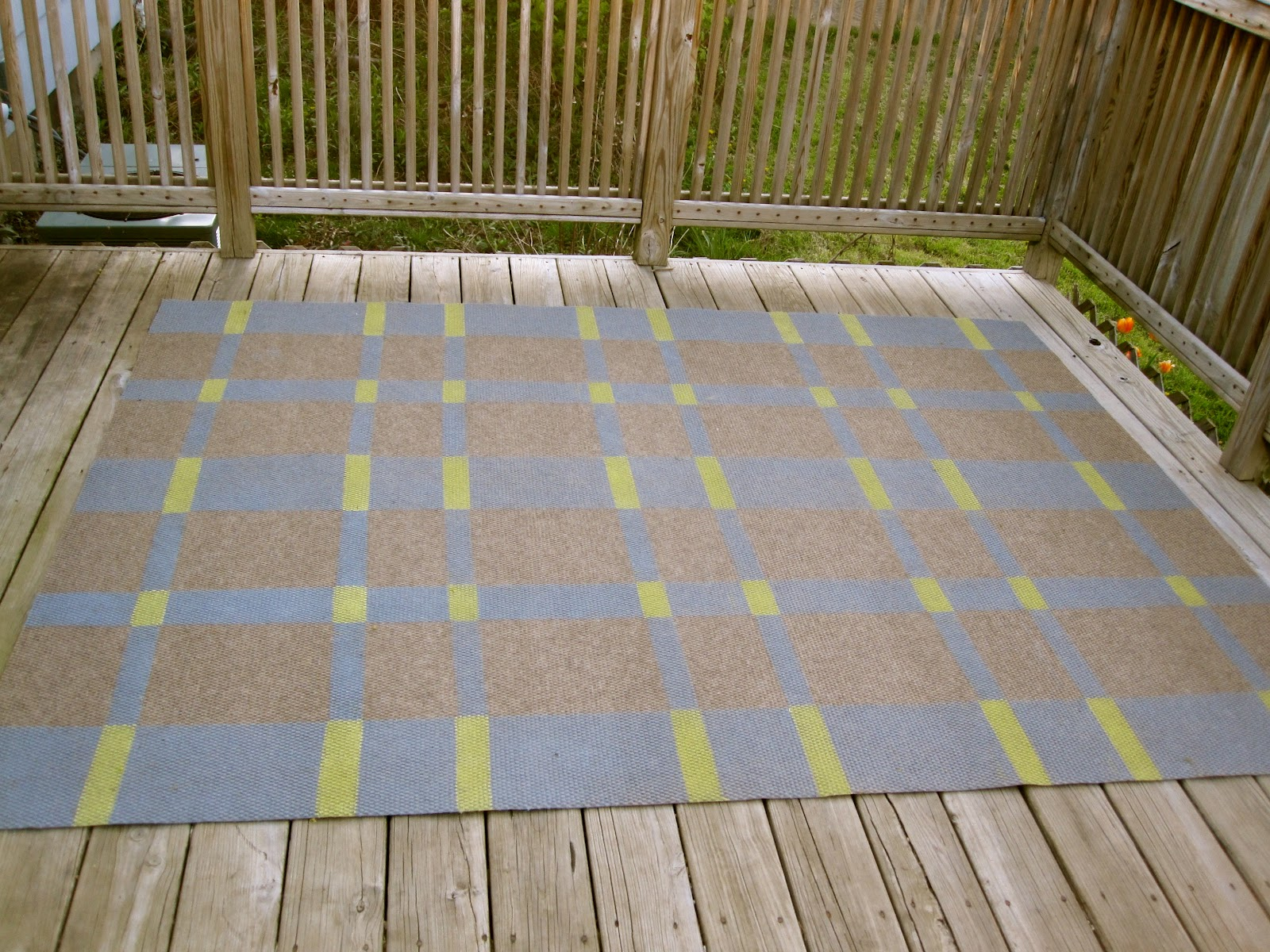 Beautifully Contained DIY Painted Outdoor Rug