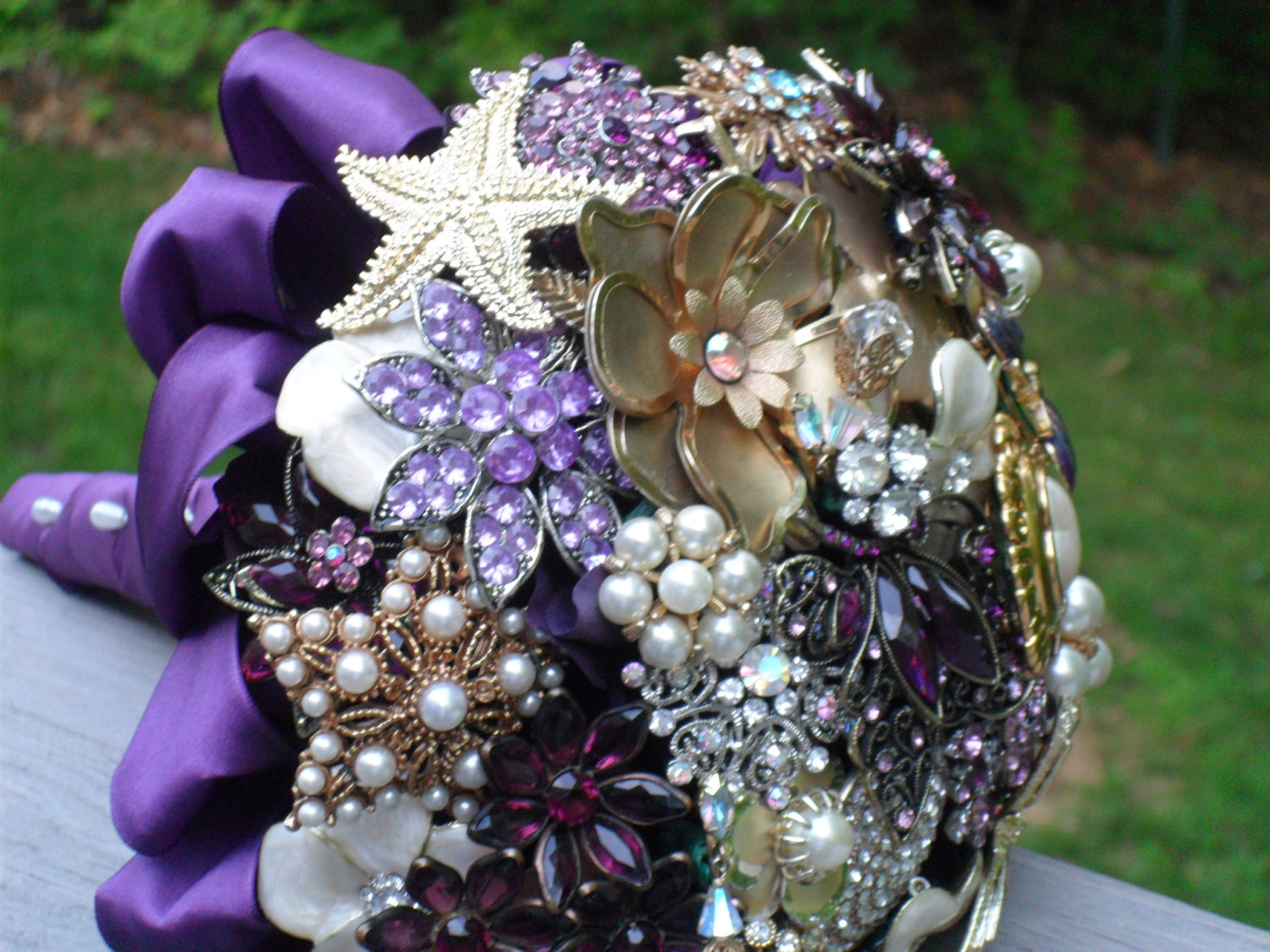 Lillys Lace Brooch Bouquets Miranda Lamberts New Fashion Trend