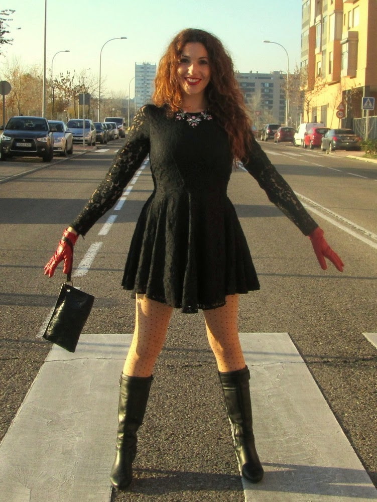 vestido de encaje negro corto