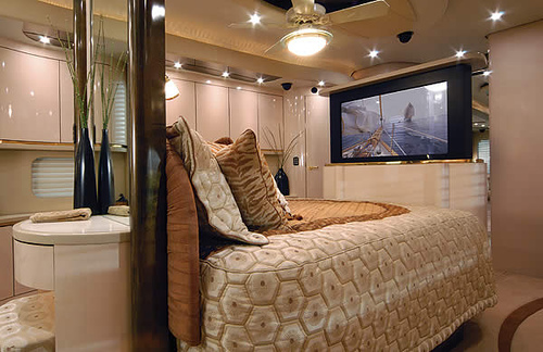 Top most elegant beds and bedrooms in the world for Best bedroom designs in the world