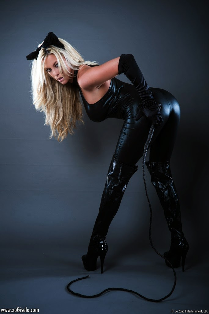 Suspended For Two Weeks: Xo Gisele - Catwoman!