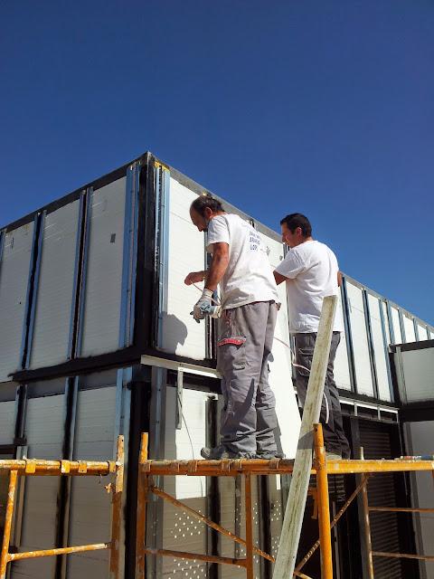 Montaje fachada ventilada en vivienda modular de Resan