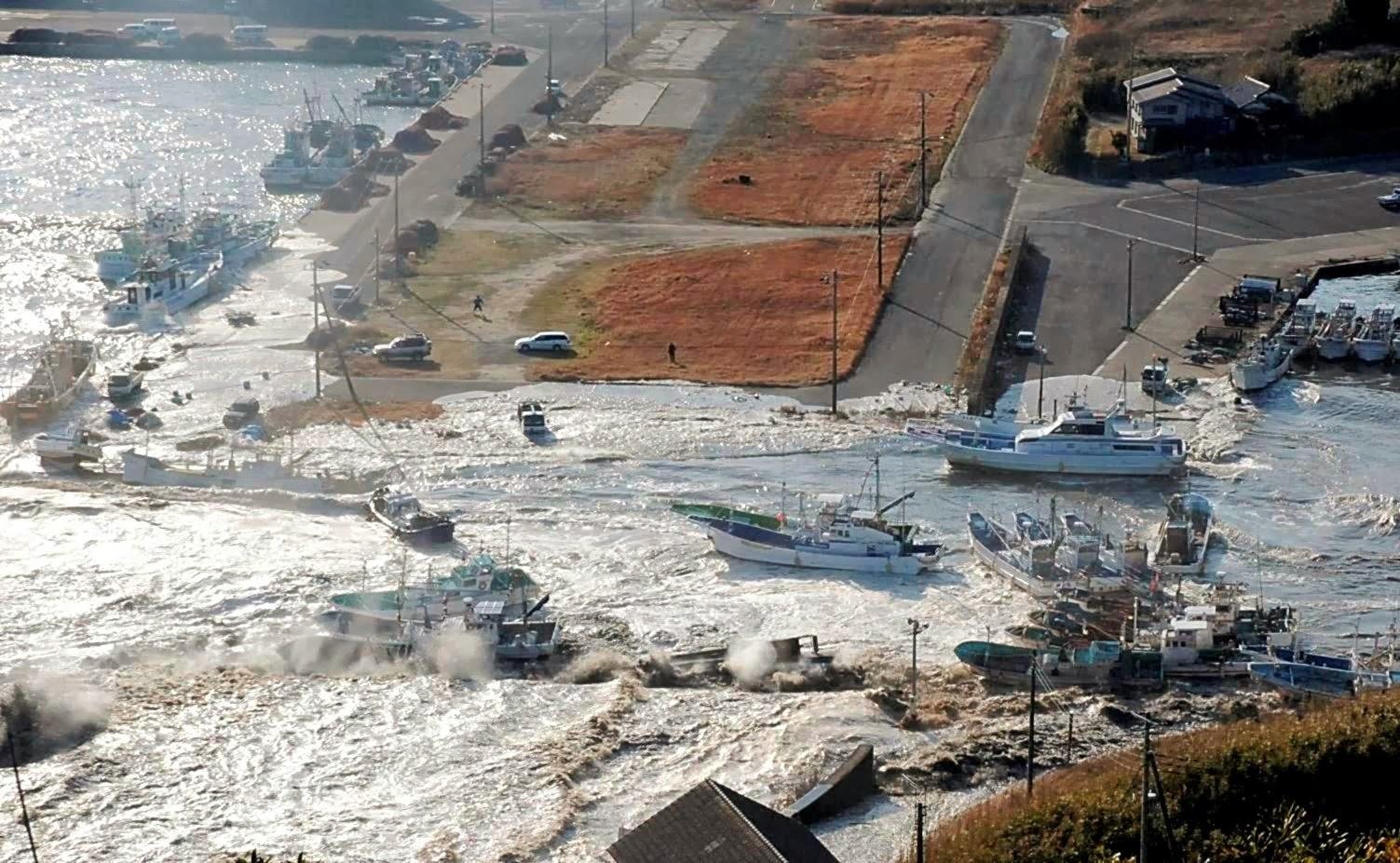 фото цунами