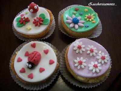 muffin decorati pasta di zucchero fiori, coccinelle, funghetti