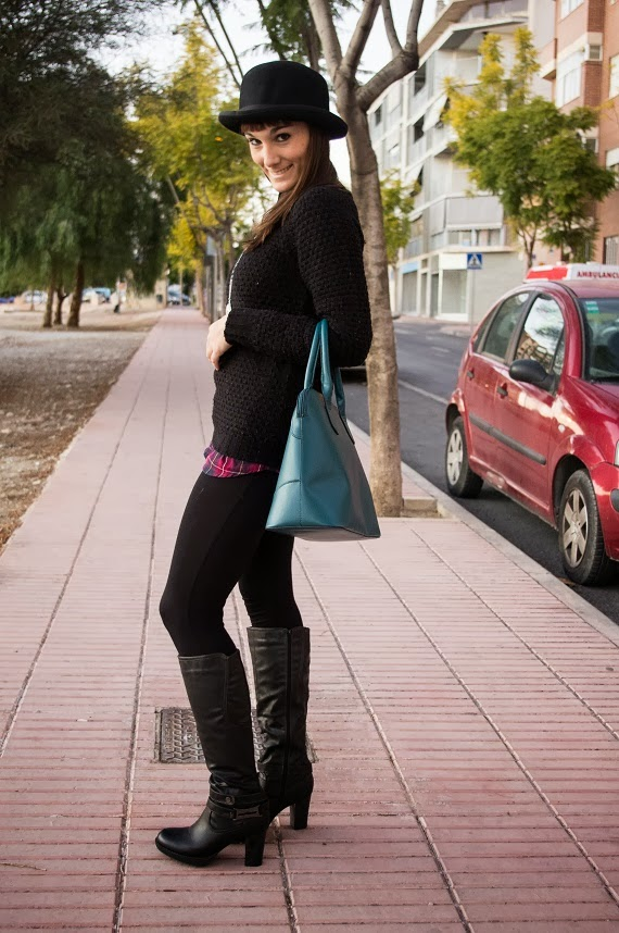 bombin, tartan, look otoño, tendencias, cuero, botas, negro,