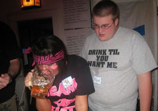 drink till you want me t-shirt. fat guy. fetter typ.