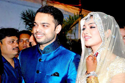 Bollywood hot actress hot photos & Ayesha Takia wedding photos