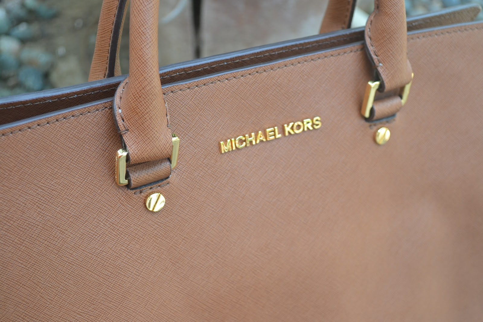 Michael kors tote bags philippines - It Has A Gold Logo At The Top Center Of The Bag