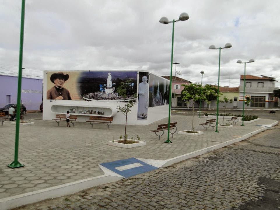 PRAÇA  PADRE  CICERO  DE CAJAZEIRAS PB
