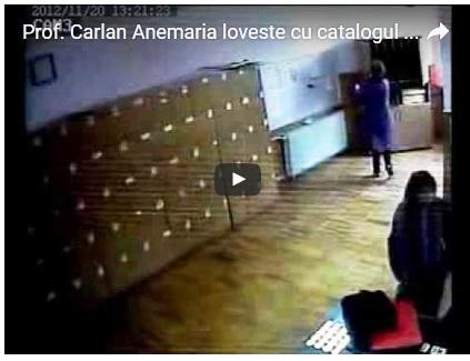 Profesoara Carlan în cancelaria școlii