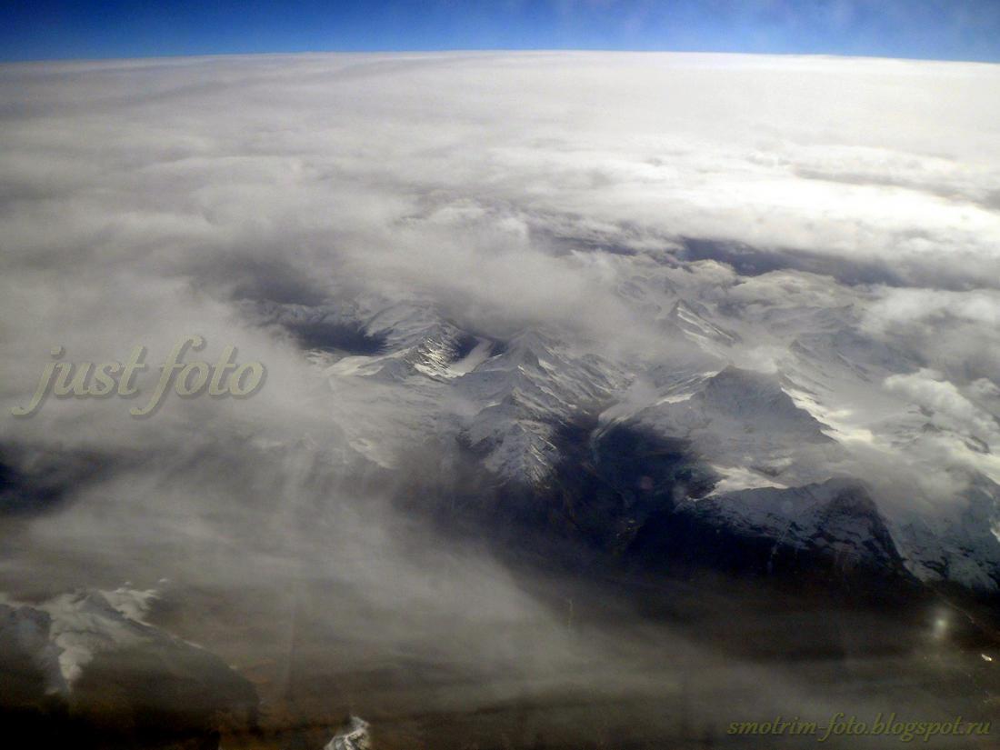 Горы из окна самолета
