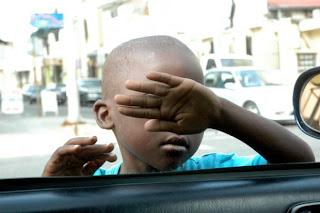 Niños de la calle corren toda clase de riesgos