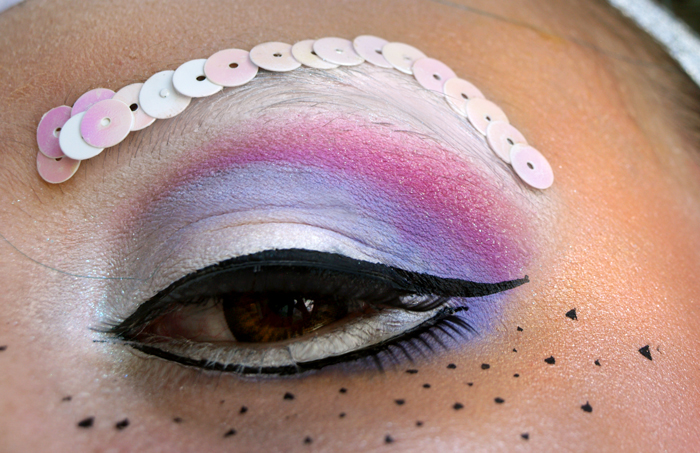 Pour le coup, le makeup des yeux est vraiment tout simple. Gloria quand je  lui ai parlé de ce projet elle m\u0027à dit que les licornes, ça se maquillait  en nude
