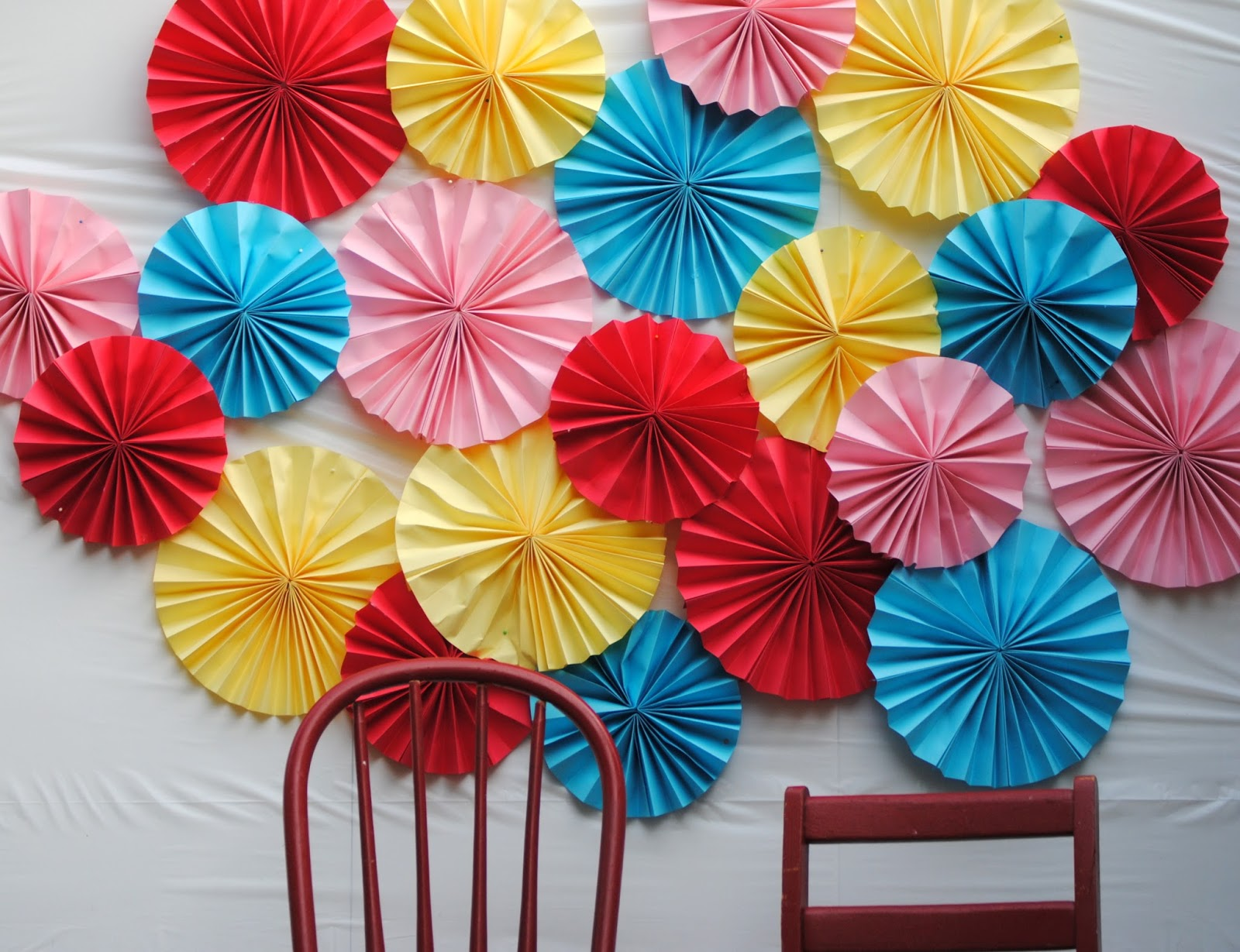 diy make a paper fan photo backdrop