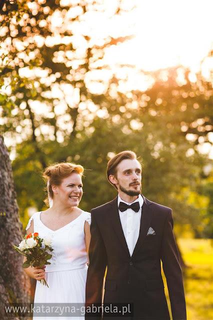 kolorowy plener ślubny, romantyczne zdjęcia, farby, Asia i Adam, Bochnia, artystyczna fotografia, fotografia ślubna,