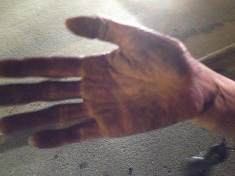 Bàn tay đen khói của chị Bình