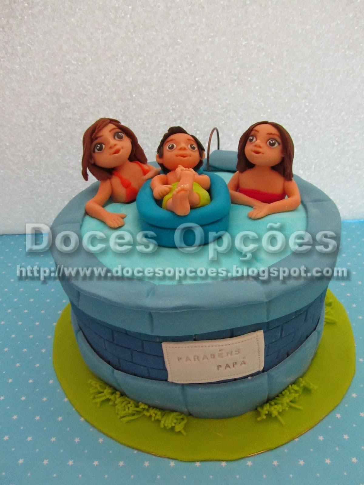 Bolo aniversário do pai com os filhos na piscina