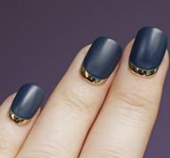 Красивый дизайн ногтей с лунками