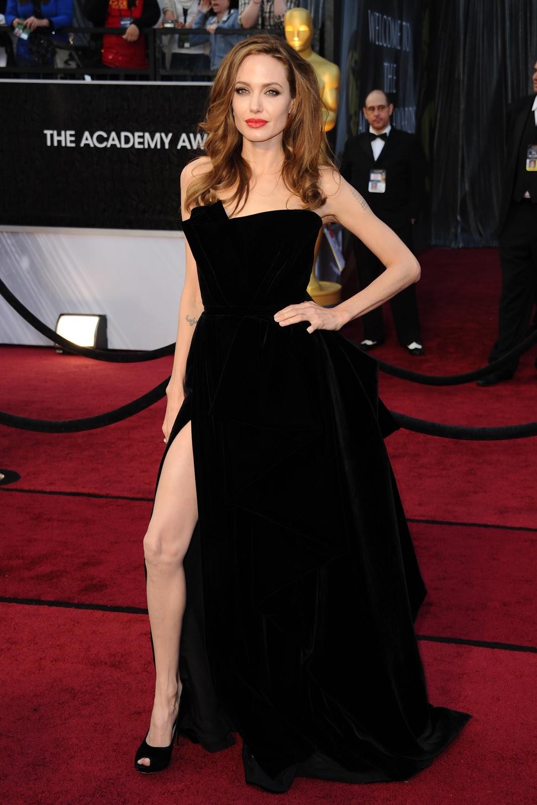http://2.bp.blogspot.com/-rC4J1FBUtIU/T0-sjIF8z3I/AAAAAAAABEQ/KaNc78crkAU/s1600/angelina-jolie-leg.jpg