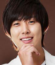 Biodata Baek Sung Hyun pemeran Chun Ji Woon