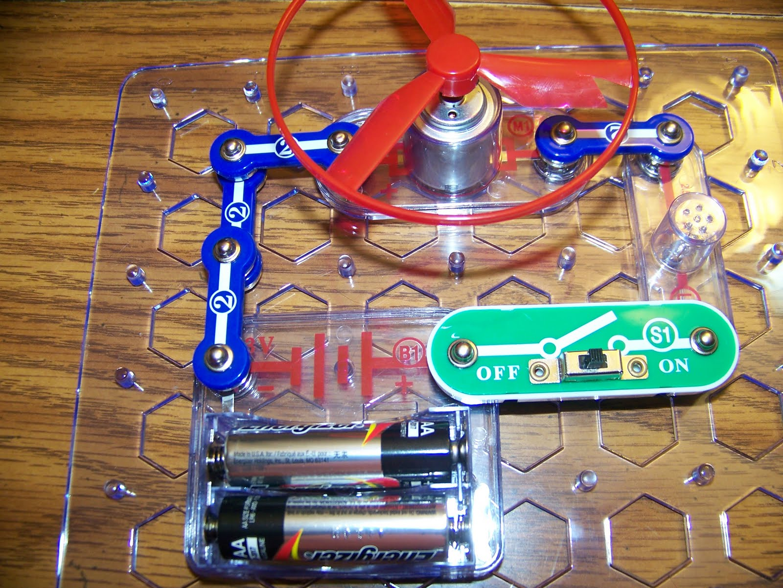 Homeschool And Etc August 2011 Learn About Electronics With Snap Circuits Junior I Was Somewhat Reluctant To Buy This Product Because Lets Face It Its Expensive You Just Never Know If Will Become A Favourite Or