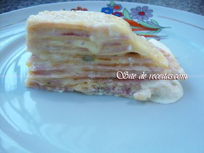 Lasanha de presunto e queijo ao molho branco