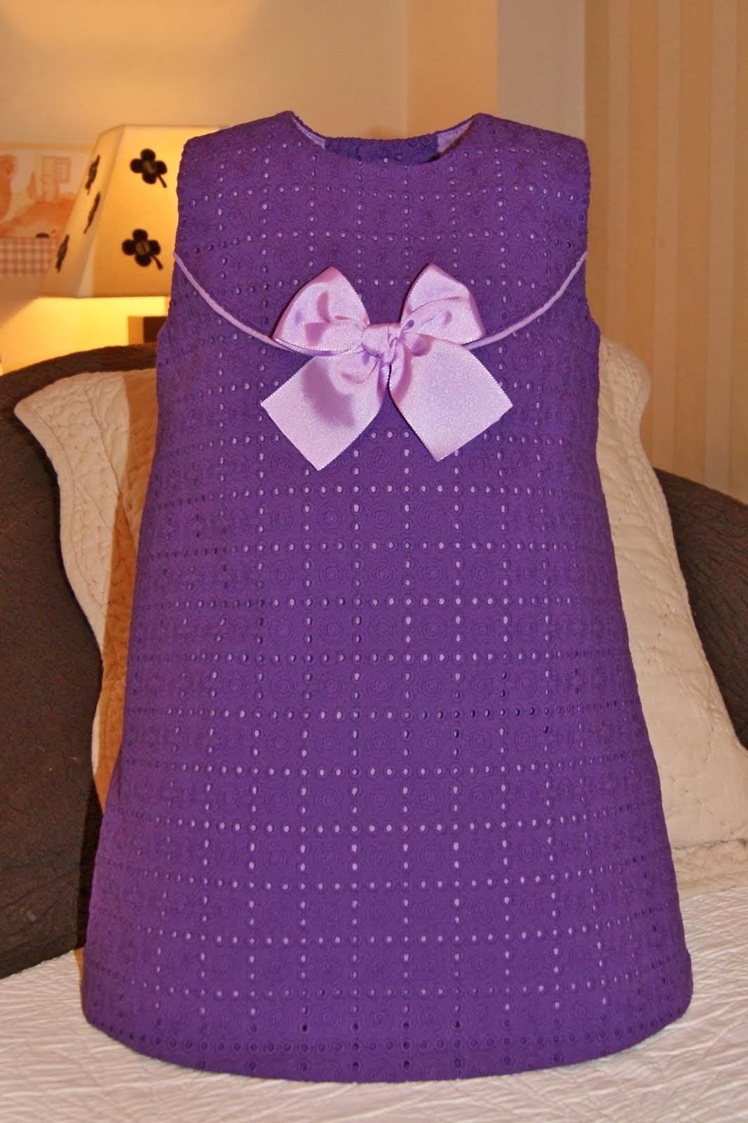 Vestido batista bordada perforada morado