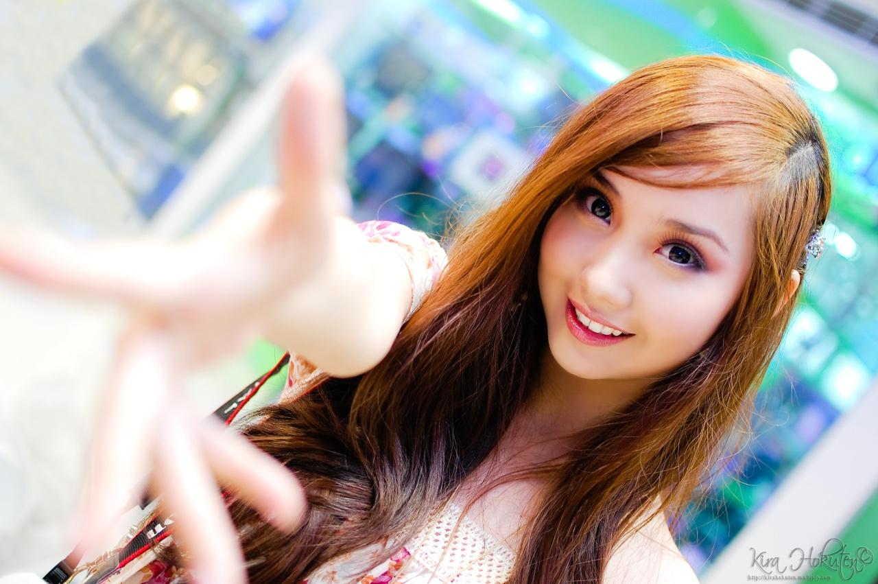 provoctavie blonde playmate crystal harris posing for the camera