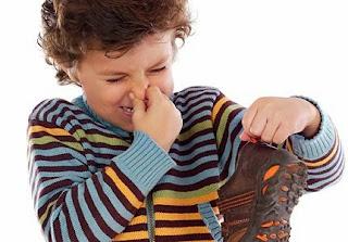 Tips Agar Sepatu dan Kaos Kaki Tidak Bau