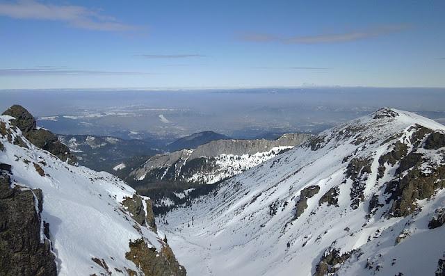 Dolina Kasprowa (z prawej widać Uhrocie Kasprowe, na wprost Zawrat Kasprowy (zwany Jaworzyńskimi Turniami)