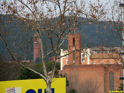 Zoom a l'església de les Llars Mundet des de la Plaça de Botticelli. Autor: Carlos Albacete