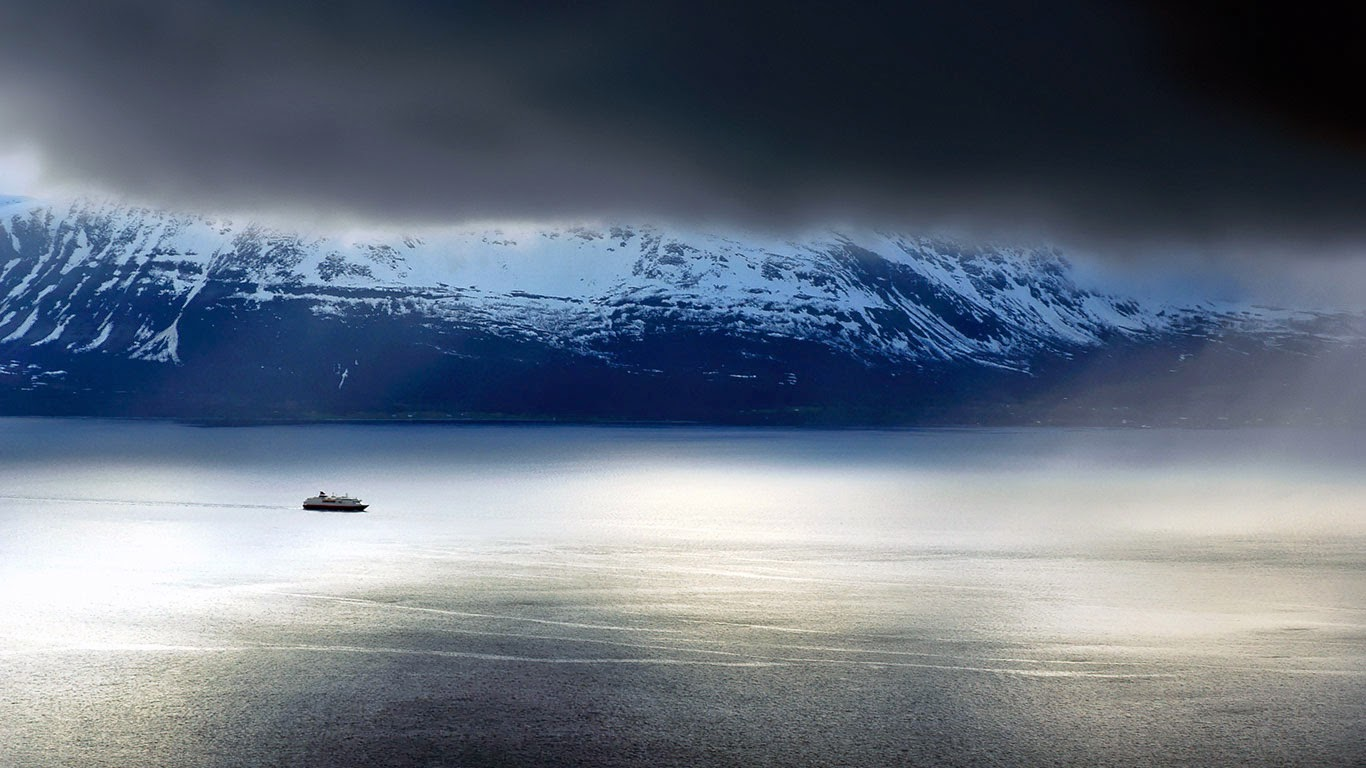 A ferry passes the Lyngen Alps in Norway (© Laurent Bouvet/Aurora Photos) 492