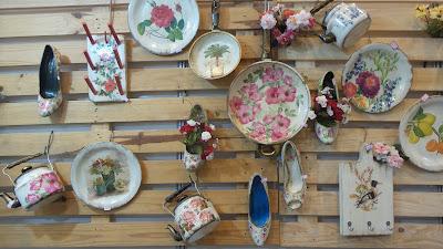 artesã; artesão; artista plástico; reciclagem; artesanato; feira; arte popular; lazer; tita araújo; envelhecimento e decoupagem; reciclando panelas