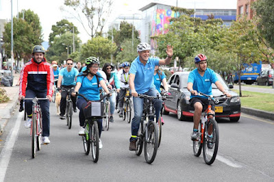 Bogotá's new mayor, Enrique Peñolosa (centre) likes to get around on his bike.