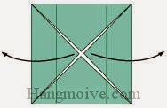 Bước 4: Mở hai góc tờ giấy ra ngoài.
