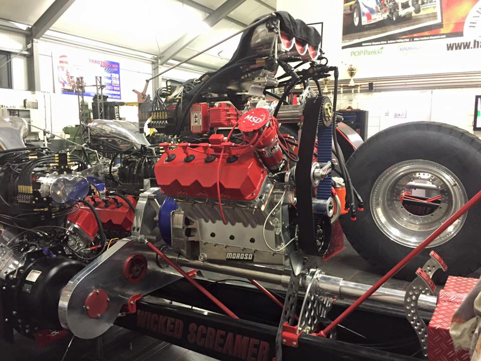 Tractor Pulling Engines : Tractor pulling news pullingworld wicked screamer