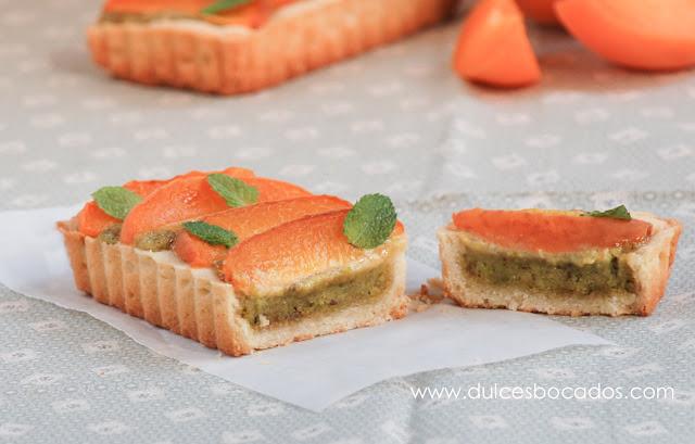 Tarta frangipane de pistachos y albaricoques