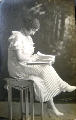 chica vintage en foto antigua