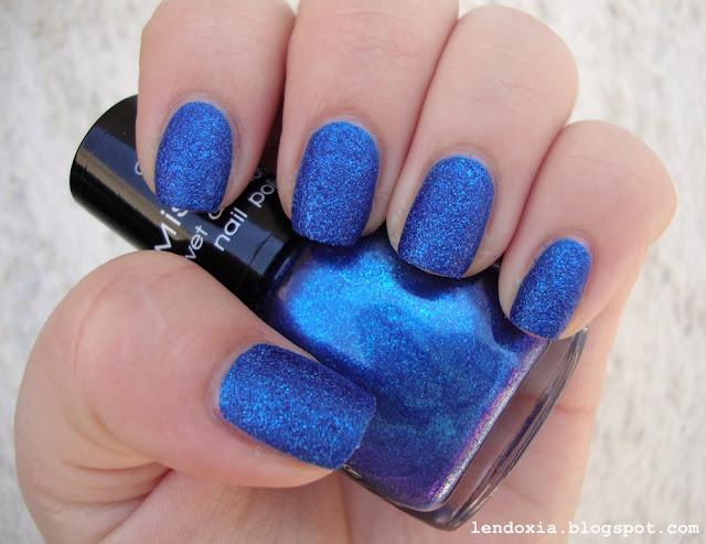 kraljevsko plavi glitter lak za nokte