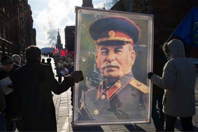 """""""Último discurso de Stalin ante el XIX Congreso del PCUS, 60 años atrás"""" - extraído de Pravda del 15/10/1952 - tomado del blog Amistad Hispano-Soviética - en los mensajes: el mismo discurso traducido del inglés por Crítica Marxista-Leninista 60+an%CC%83os+web"""