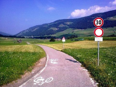 Particolare della segnaletica della ciclabile San Candido - Brunico
